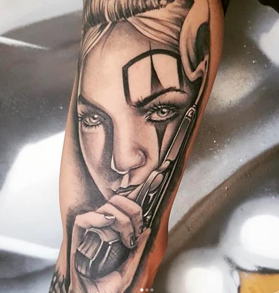tatuaggio realistico ritratto donna